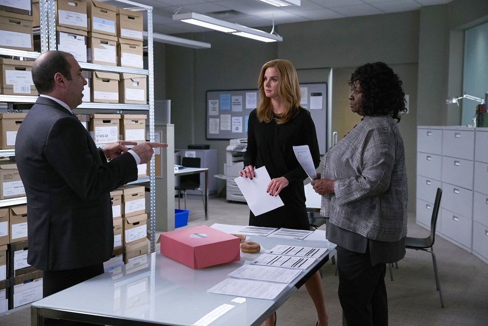 """SUITS -- """"Shake the Trees"""" Episode 607 -- Pictured: (l-r) Rick Hoffman as Louis Litt, Sarah Rafferty as Donna Paulsen, Aloma Wright as Gretchen Bodinski -- (Photo by: Shane Mahood/USA Network)"""