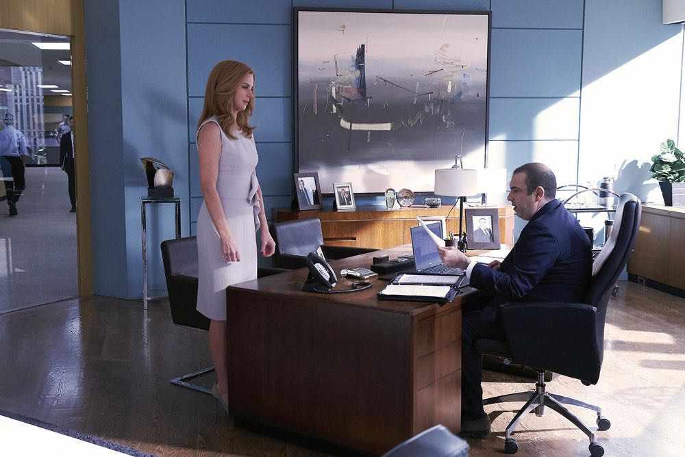 """SUITS -- """"Shake the Trees"""" Episode 607 -- Pictured: (l-r) Sarah Rafferty as Donna Paulsen, Rick Hoffman as Louis Litt -- (Photo by: Shane Mahood/USA Network)"""