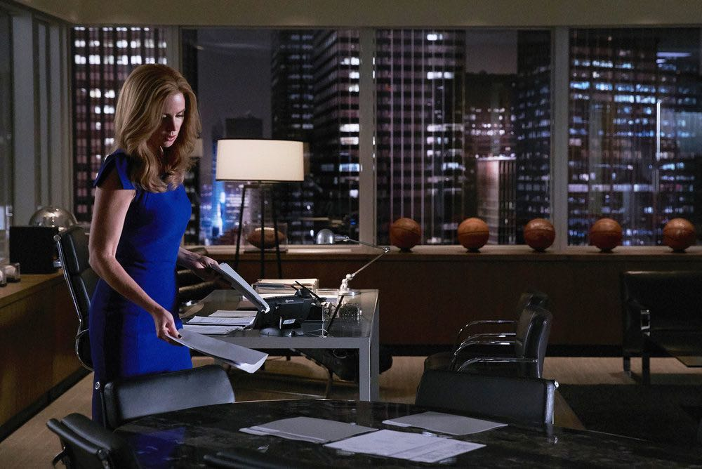 """SUITS -- """"Shake the Trees"""" Episode 607 -- Pictured: Sarah Rafferty as Donna Paulsen -- (Photo by: Shane Mahood/USA Network)"""