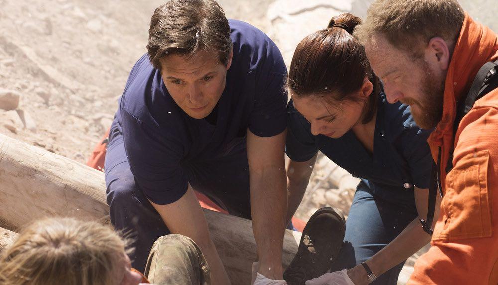 """THE NIGHT SHIFT-- """"Emergent"""" Episode 312 -- Pictured: (l-r) Scott Wolf as Dr. Scott Clemmens, Jill Flint as Dr. Jordan Alexander, Mac Brandt as Mac Reily -- (Photo by: Cathy Kanavy/NBC)"""