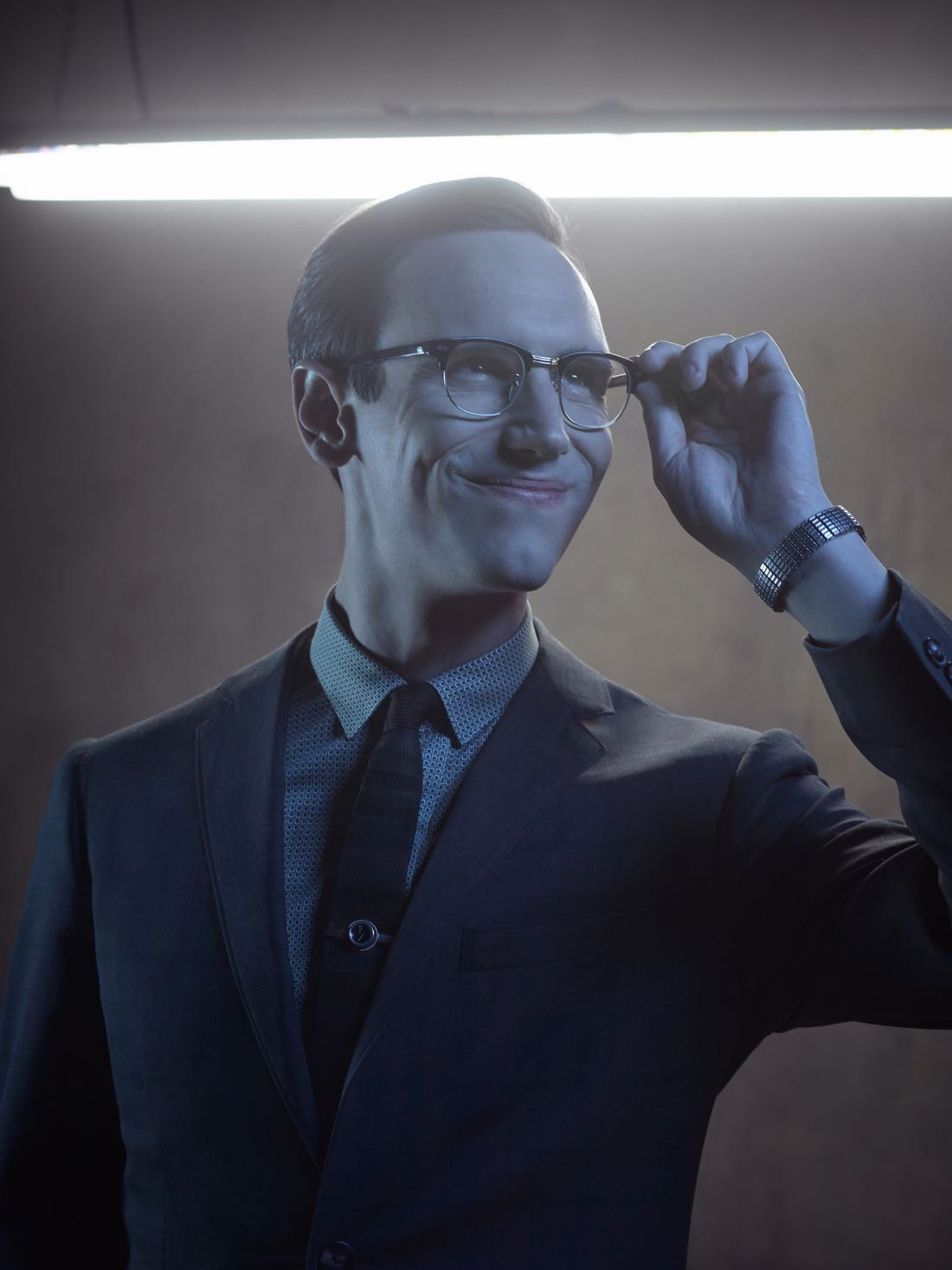 GOTHAM: Cory Michael Smith. Season 3 of GOTHAM premieres Monday, Sept. 19 (8:00-9:00 PM ET/PT) on FOX. ©2016 Fox Broadcasting Co. Cr: Mark Seliger/FOX