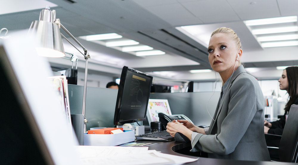 """MR. ROBOT -- """"eps2.4_m4ster%u2010s1ave.aes"""" Episode 206 -- Pictured: Portia Doubleday as Angela Moss -- (Photo by: Michael Parmelee/USA Network)"""