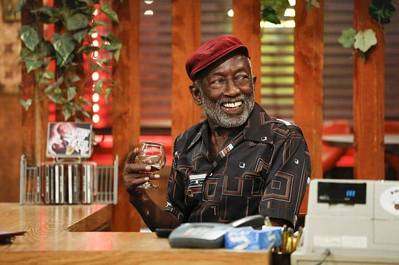 """And The Two Openings: Part One"" -- Pictured: Earl (Garrett Morris). As Max and Caroline, now part owners of the diner, put the finishing touches on their newly converted Dessert Bar, Max deals with the aftermath of her recent breakup with Randy, and Sophie and Oleg prepare for the birth of their baby, on the sixth season premiere of 2 BROKE GIRLS, Monday, Oct. 10 (9:00-9:30 PM, ET/PT) on the CBS Television Network. Photo: Cliff Lipson/CBS ©2016 CBS Broadcasting, Inc. All Rights Reserved. All rights reserved."
