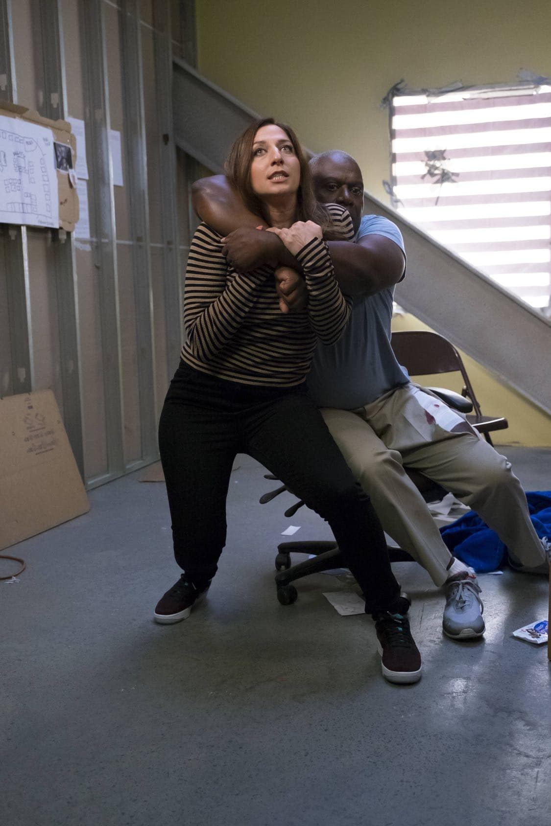 """BROOKLYN NINE-NINE: L-R: Chelsea Peretti and Andre Braugher in the """"Coral Palms Pt.3"""" episode of BROOKLYN NINE-NINE airing Tuesday, Oct. 4 (8:00-8:30 PM ET/PT) on FOX. CR: John P Fleenor/FOX"""