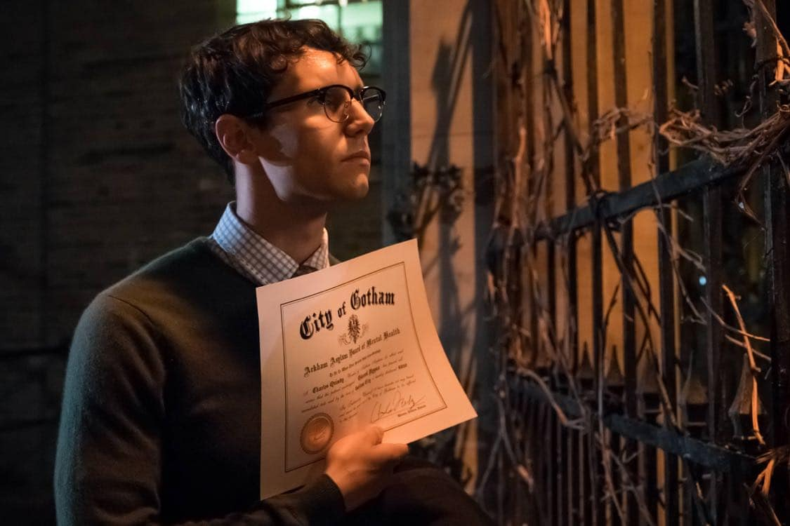 """GOTHAM: Cory Michael Smith in the""""Mad City: Look Into My Eyes"""" episode of GOTHAM airing Monday, Oct. 3 (8:00-9:01 PM ET/PT) on FOX.  ©2016 Fox Broadcasting Co. Cr: Jeff Neumann/FOX."""