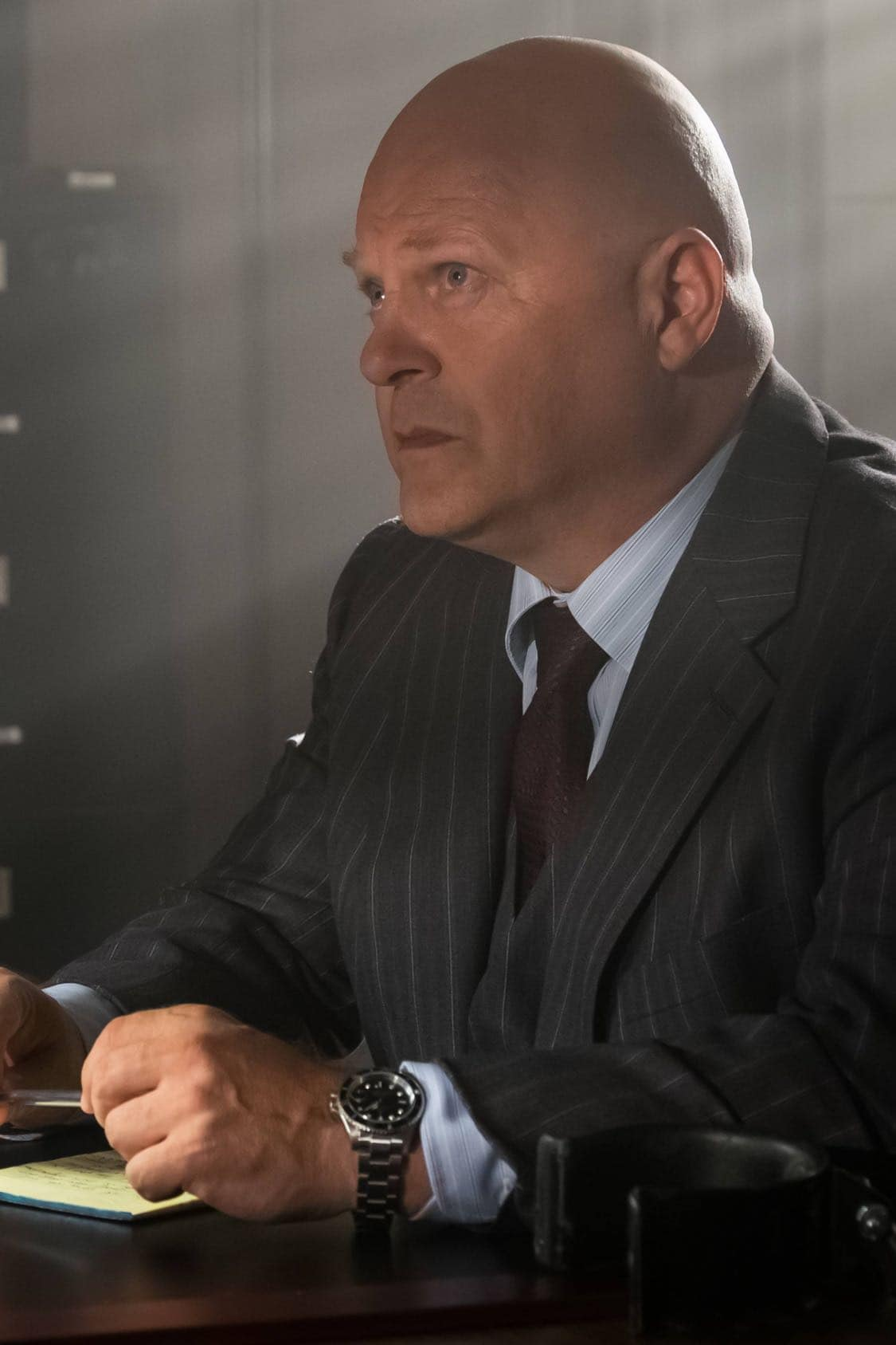 """GOTHAM: Michael Chiklis in the""""Mad City: Look Into My Eyes"""" episode of GOTHAM airing Monday, Oct. 3 (8:00-9:01 PM ET/PT) on FOX.  ©2016 Fox Broadcasting Co. Cr: Jeff Neumann/FOX."""