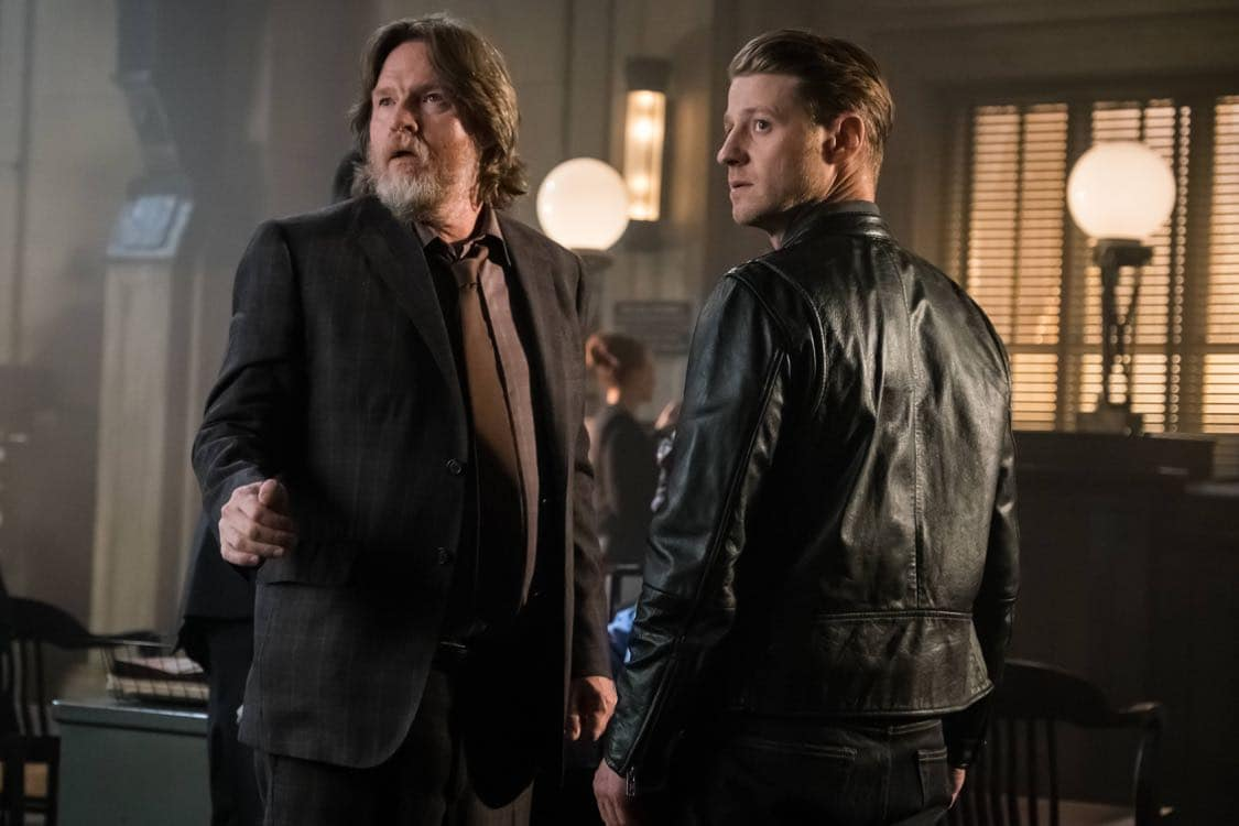 """GOTHAM: L-R: Donal Logue and Ben McKenzie in the""""Mad City: Look Into My Eyes"""" episode of GOTHAM airing Monday, Oct. 3 (8:00-9:01 PM ET/PT) on FOX.  ©2016 Fox Broadcasting Co. Cr: Jeff Neumann/FOX."""