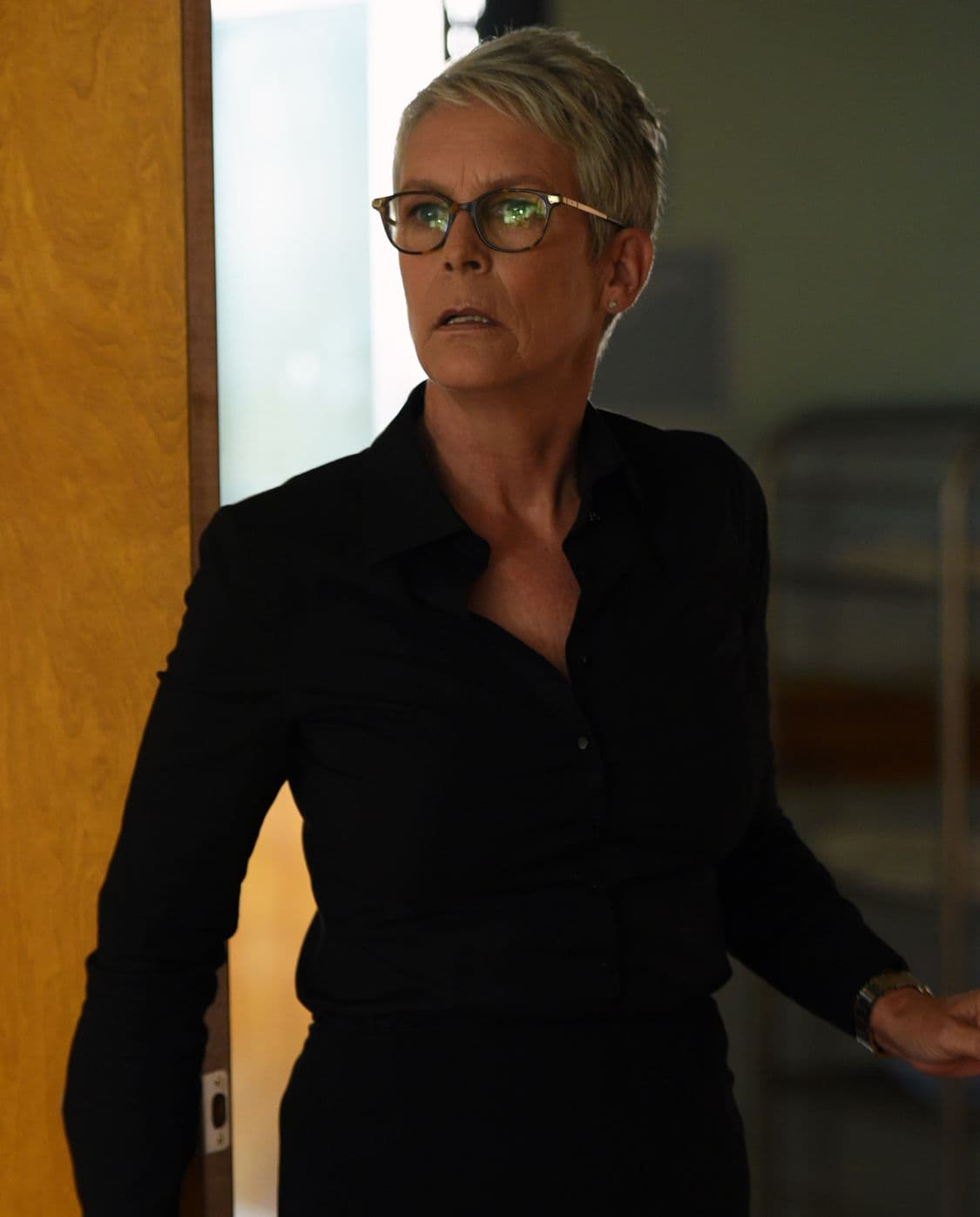 "SCREAM QUEENS: Jamie Lee Curtis in the all-new ""Handidates"" episode of SCREAM QUEENS airing Tuesday, Oct. 11 (9:01-10:00 PM ET/PT) on FOX. Cr: Michael Becker / FOX. © 2016 FOX Broadcasting Co."