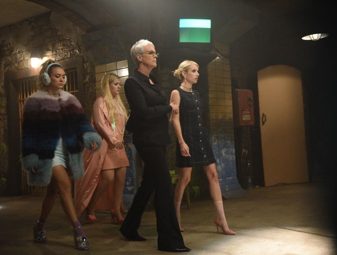 "SCREAM QUEENS: L-R: Billie Lourd, Abigail Breslin, Jamie Lee Curtis and Emma Roberts in the all-new ""Handidates"" episode of SCREAM QUEENS airing Tuesday, Oct. 11 (9:01-10:00 PM ET/PT) on FOX. Cr: Michael Becker / FOX. © 2016 FOX Broadcasting Co."