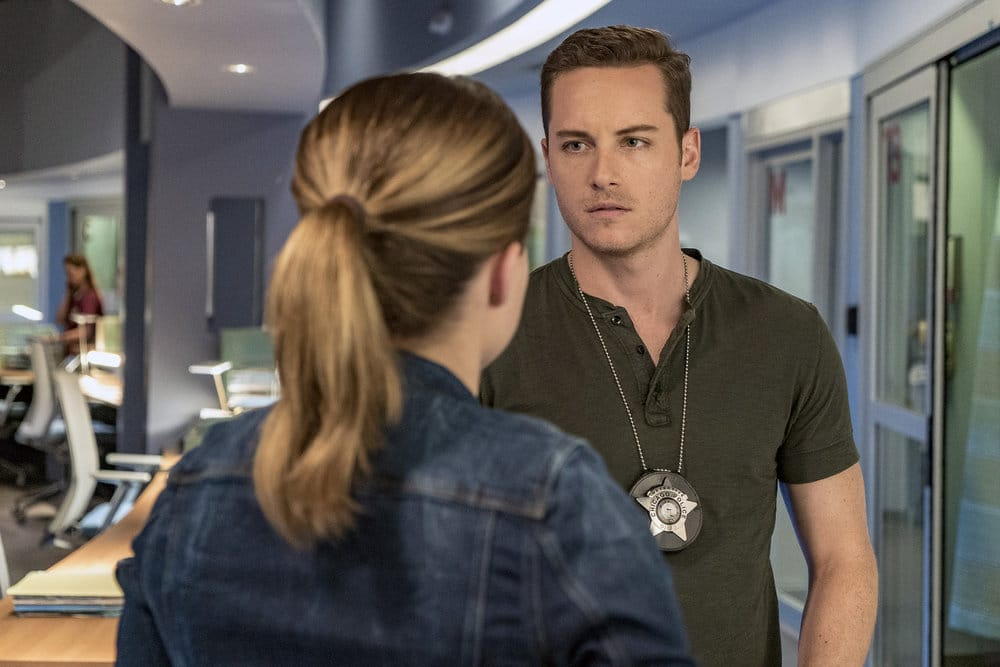"""CHICAGO P.D. -- """"All Cylinders Firing"""" Episode 403 -- Pictured: (l-r) Sophia Bush as Erin Lindsay, Jesse Lee Soffer as Jay Halstead -- (Photo by: Matt Dinerstein/NBC)"""