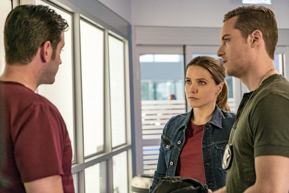 """CHICAGO P.D. -- """"All Cylinders Firing"""" Episode 403 -- Pictured: (l-r) Colin Donnell as Connor Rhodes, Sophia Bush as Erin Lindsay, Jesse Lee Soffer as Jay Halstead -- (Photo by: Matt Dinerstein/NBC)"""