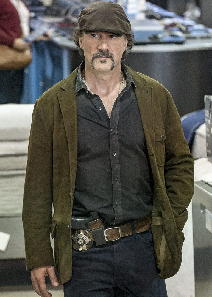 """CHICAGO P.D. -- """"All Cylinders Firing"""" Episode 403 -- Pictured: Elias Koteas as Alvin Olinsky -- (Photo by: Matt Dinerstein/NBC)"""