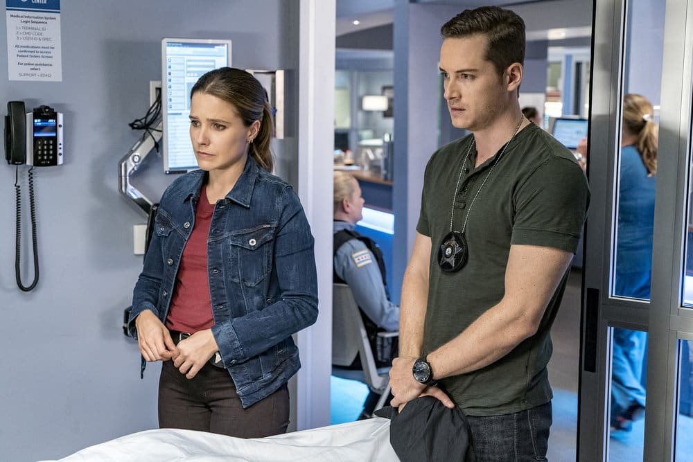"""CHICAGO P.D. -- """"All Cylinders Firing"""" Episode 403 -- Pictured: (l-r) Sophia Bush as Erin Linday, Jesse Lee Soffer as Jay Halstead -- (Photo by: Matt Dinerstein/NBC)"""
