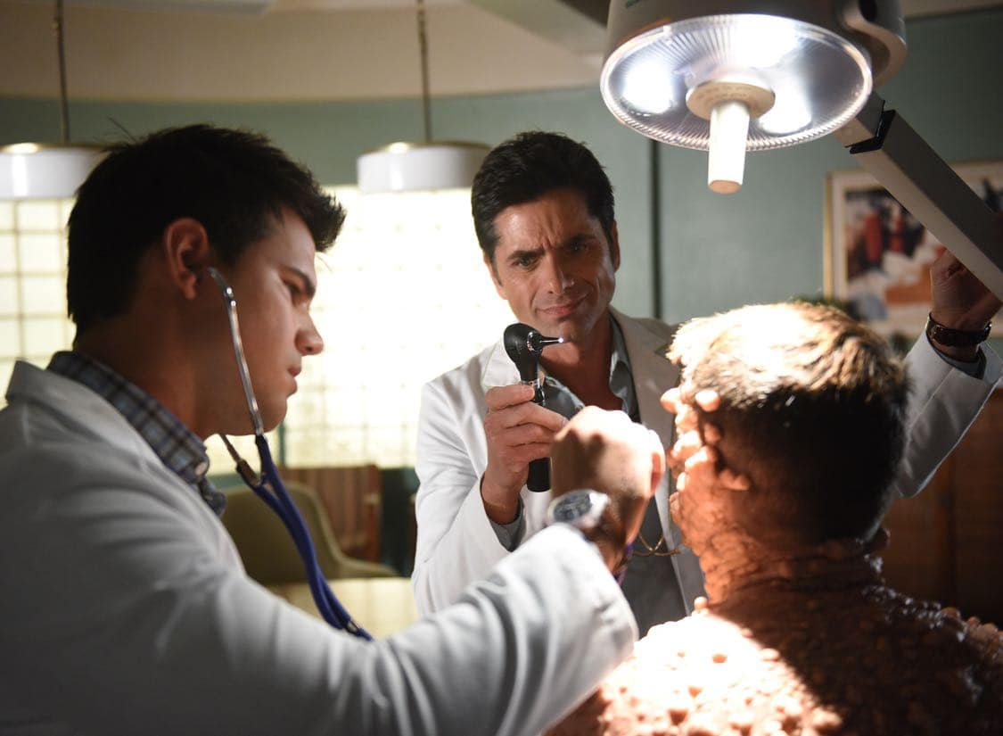 """SCREAM QUEENS: L-R: Taylor Lautner, John Stamos and Colton Haynes in the all-new """"Warts and All"""" episode of SCREAM QUEENS airing Tuesday, Sep. 27 (9:01-10:00 PM ET/PT) on FOX. Cr: Michael Becker / FOX. © 2016 FOX Broadcasting Co."""