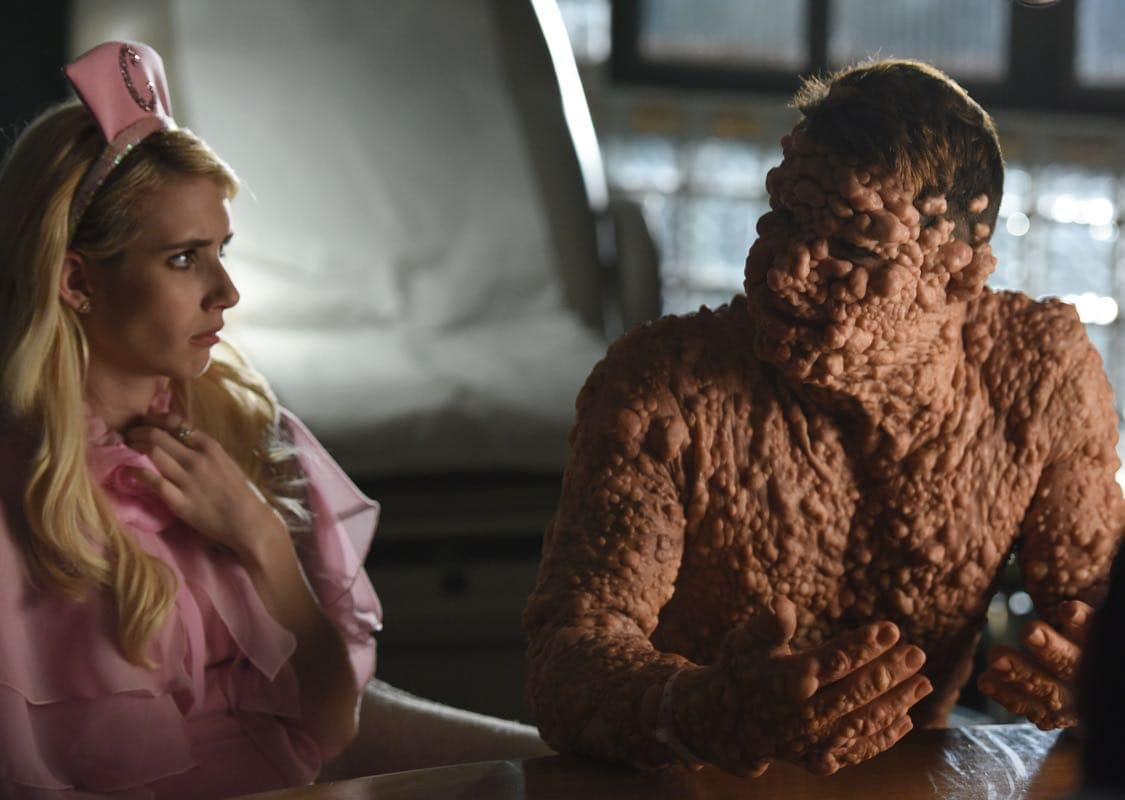 """SCREAM QUEENS: L-R: Emma Roberts and Colton Haynes in the all-new """"Warts and All"""" episode of SCREAM QUEENS airing Tuesday, Sep. 27 (9:01-10:00 PM ET/PT) on FOX. Cr: Michael Becker / FOX. © 2016 FOX Broadcasting Co."""
