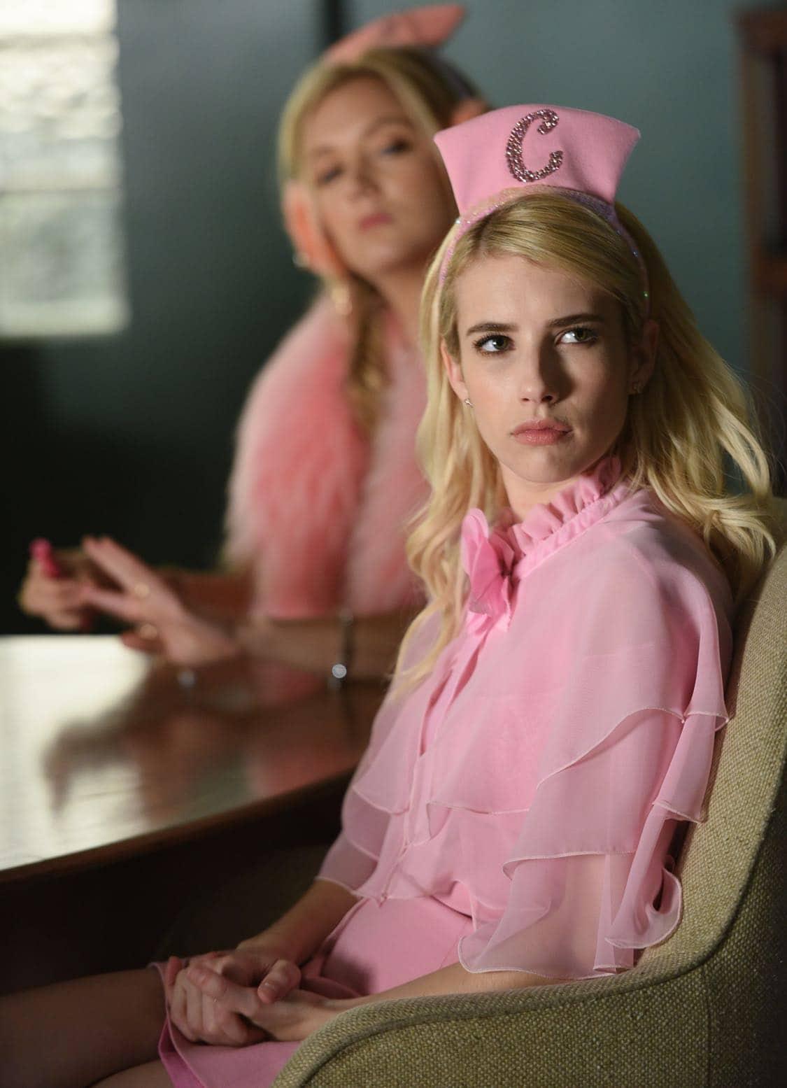 """SCREAM QUEENS: Emma Roberts in the all-new """"Warts and All"""" episode of SCREAM QUEENS airing Tuesday, Sep. 27 (9:01-10:00 PM ET/PT) on FOX. Cr: Michael Becker / FOX. © 2016 FOX Broadcasting Co."""