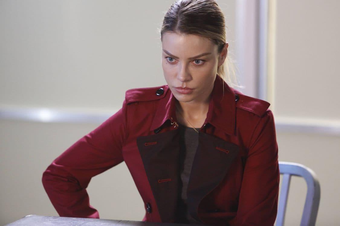 "LUCIFER: Lauren German in the ""Liar, Liar, Slutty Dress on Fire"" episode of LUCIFER airing Monday, Oct. 3 (9:01-10:00 PM ET/PT) on FOX. Cr: Bettina Strauss/FOX."