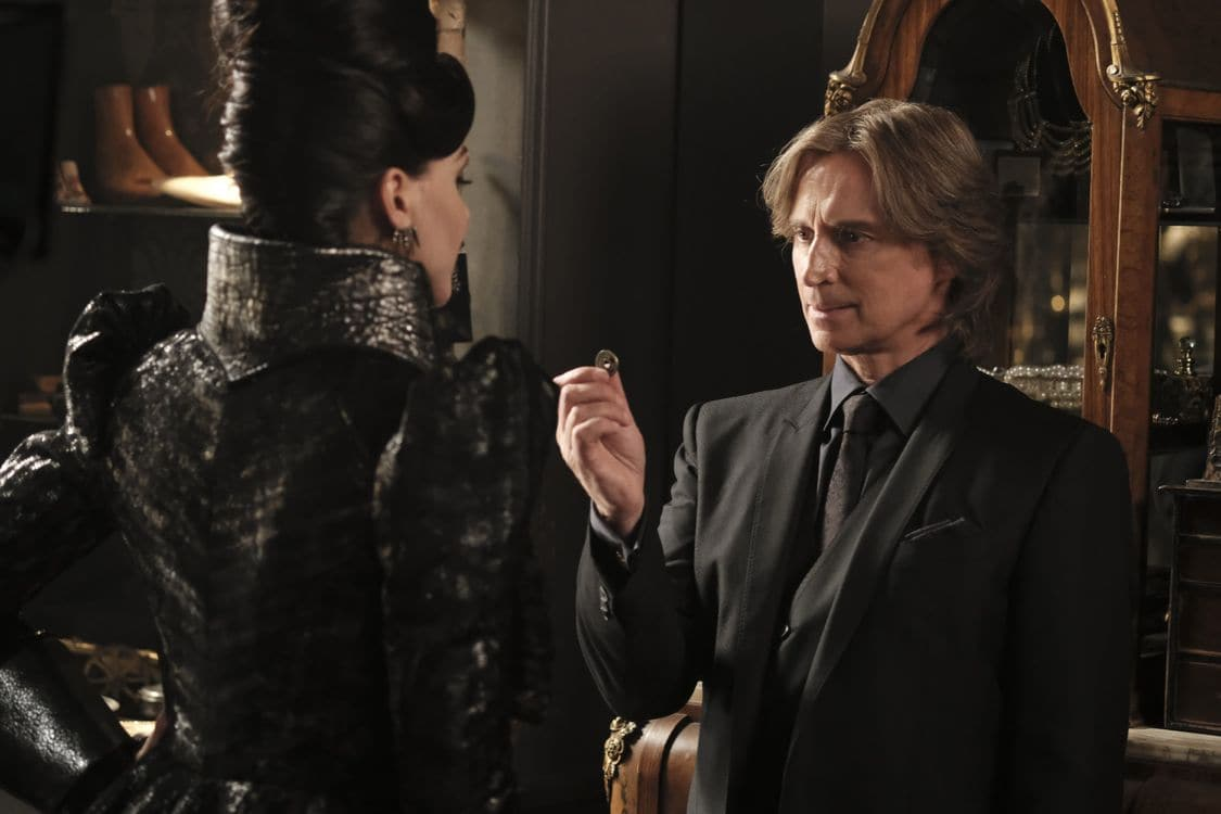 """ONCE UPON A TIME - """"A Bitter Draught"""" - When a mysterious man from the Land of Untold Stories, who has a past with the Evil Queen, arrives in Storybrooke, David and Snow work together with Regina to neutralize the threat. Belle seeks Hook's help finding a safe place to hide away from her husband, Mr. Gold. The Evil Queen continues to try to win Zelena over to her side, while Emma resumes her therapy sessions with Archie and shares her terrifying vision of the future, on """"Once Upon a Time,"""" SUNDAY, OCTOBER 2 (8:00-9:00 p.m. EDT), on the ABC Television Network. (ABC/Eike Schroter) ROBERT CARLYLE"""