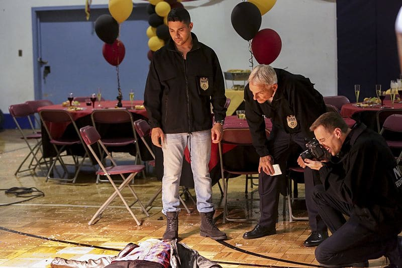 """""""Being Bad"""" -- NCIS uncovers a bomb plot and a long-running theft ring while investigating a death at a Quantico reunion. Also Torres and Quinn adjust to life on Gibbs' team, including new seating arrangements in the squad room, on NCIS, Tuesday, Sept. 27 (8:00-9:00, ET/PT), on the CBS Television Network. Pictured: Wilmer Valderrama, Mark Harmon, Sean Murray. Photo: Patrick McElhenney/CBS ©2016 CBS Broadcasting, Inc. All Rights Reserved"""