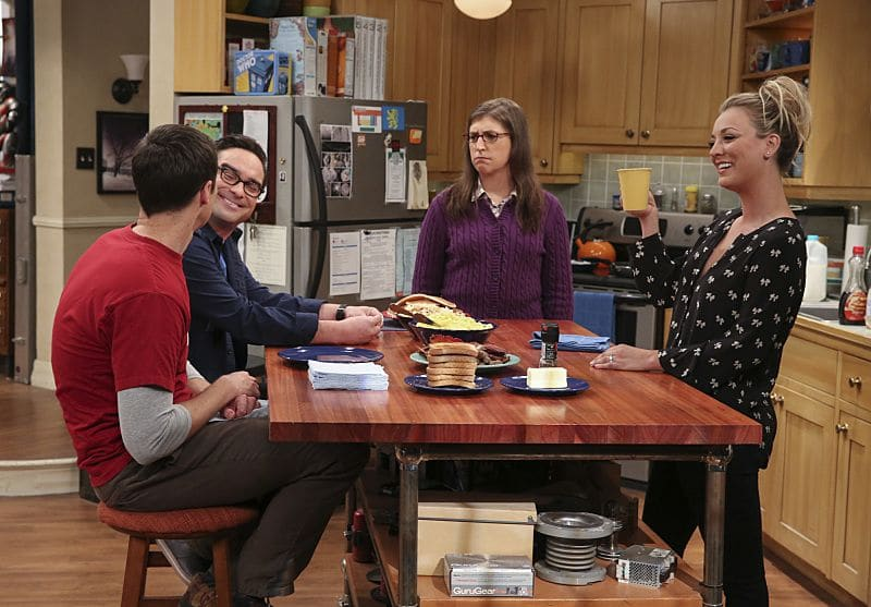 """The Dependence Transcendence"" -- Pictured: Sheldon Cooper (Jim Parsons), Leonard Hofstadter (Johnny Galecki), Amy Farrah Fowler (Mayim Bialik) and Penny (Kaley Cuoco). Tensions rise when the boys struggle to complete their government project on time and Sheldon tries an energy drink to stay awake. Also, Penny and Amy go to a ""party"" at Bert (Brian Posehn) the geologist's house and Kooothrappali learns Bernadette's true feelings about her pregnancy when they clean out the future baby room, on THE BIG BANG THEORY, Monday, Oct. 3 (8:00-8:31 PM, ET/PT), on the CBS Television Network. Dean Norris returns as Air Force Representative Colonel Williams. Photo: Michael Yarish/Warner Bros. Entertainment Inc. © 2016 WBEI. All rights reserved."