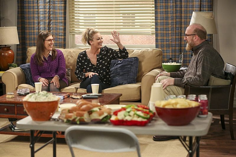 """The Dependence Transcendence"" -- Pictured: Amy Farrah Fowler (Mayim Bialik), Penny (Kaley Cuoco) and Bert (Brian Posehn). Tensions rise when the boys struggle to complete their government project on time and Sheldon tries an energy drink to stay awake. Also, Penny and Amy go to a ""party"" at Bert (Brian Posehn) the geologist's house and Kooothrappali learns Bernadette's true feelings about her pregnancy when they clean out the future baby room, on THE BIG BANG THEORY, Monday, Oct. 3 (8:00-8:31 PM, ET/PT), on the CBS Television Network. Dean Norris returns as Air Force Representative Colonel Williams. Photo: Michael Yarish/Warner Bros. Entertainment Inc. © 2016 WBEI. All rights reserved."