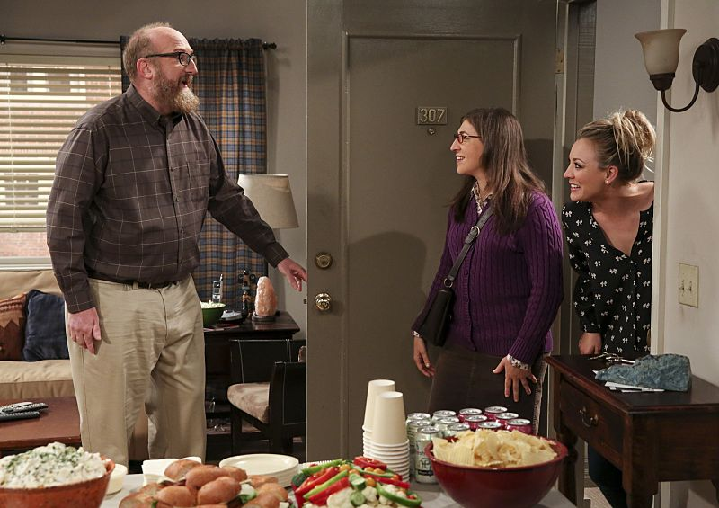 """The Dependence Transcendence"" -- Pictured: Bert (Brian Posehn), Amy Farrah Fowler (Mayim Bialik) and Penny (Kaley Cuoco). Tensions rise when the boys struggle to complete their government project on time and Sheldon tries an energy drink to stay awake. Also, Penny and Amy go to a ""party"" at Bert (Brian Posehn) the geologist's house and Kooothrappali learns Bernadette's true feelings about her pregnancy when they clean out the future baby room, on THE BIG BANG THEORY, Monday, Oct. 3 (8:00-8:31 PM, ET/PT), on the CBS Television Network. Dean Norris returns as Air Force Representative Colonel Williams. Photo: Michael Yarish/Warner Bros. Entertainment Inc. © 2016 WBEI. All rights reserved."