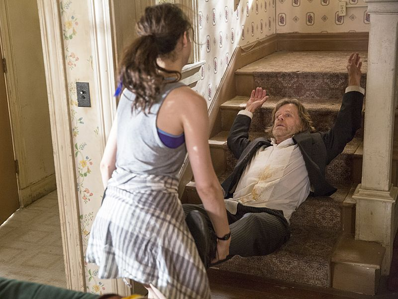 Emmy Rossum as Fiona Gallagher and William H. Macy as Frank Gallagher in Shameless (Season 7, episode 1) - Photo: Cliff Lipson/SHOWTIME - Photo ID: shameless_701_1890