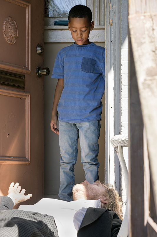 Brandon/Brenden Sims as Liam Gallagher and William H. Macy as Frank Gallagher in Shameless (Season 7, episode 1) - Photo: Chuck Hodes/SHOWTIME - Photo ID: shameless_701_c0611