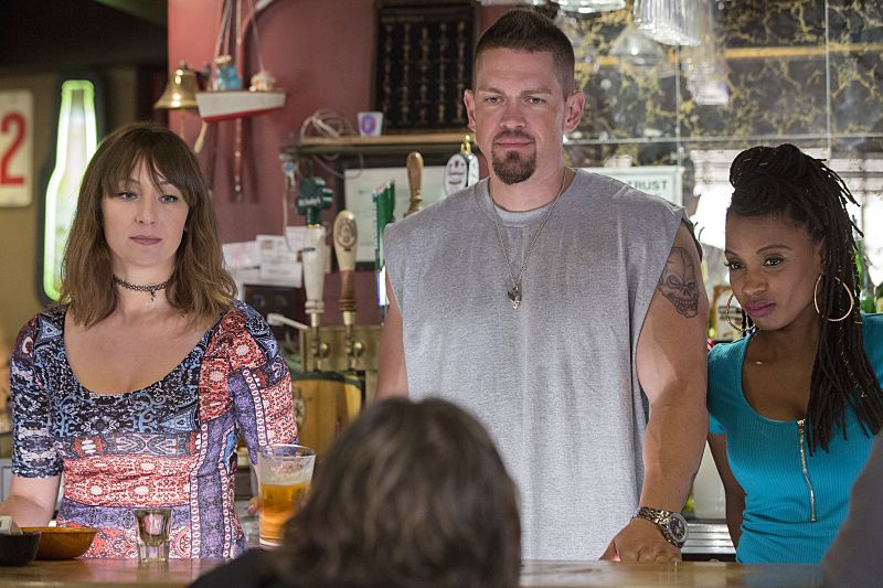 Isidora Goreshter as Svetlana, Steve Howey as Kevin Ball and Shanola Hampton as Veronica Fisher in Shameless (Season 7, episode 1) - Photo: Cliff Lipson/SHOWTIME - Photo ID: shameless_701_4037