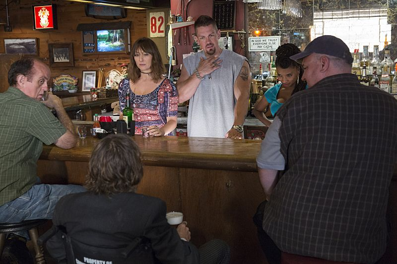Isidora Goreshter as Svetlana, Steve Howey as Kevin Ball and Shanola Hampton as Veronica Fisher in Shameless (Season 7, episode 1) - Photo: Cliff Lipson/SHOWTIME - Photo ID: shameless_701_3597