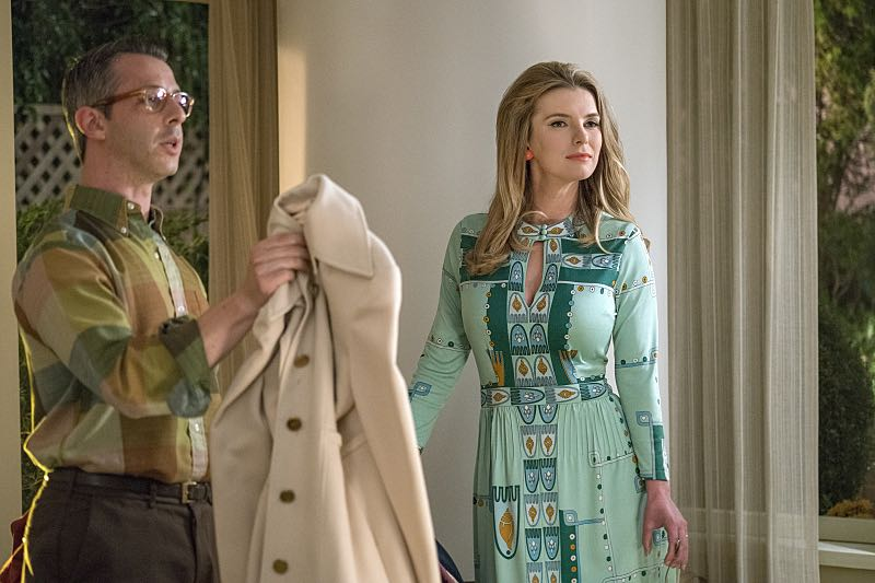 Jeremy Strong as Art and Betty Gilpin as Nancy in Masters of Sex (season 4, episode 4) - Photo: Warren Feldman/SHOWTIME - Photo ID: MastersofSex_404_0227