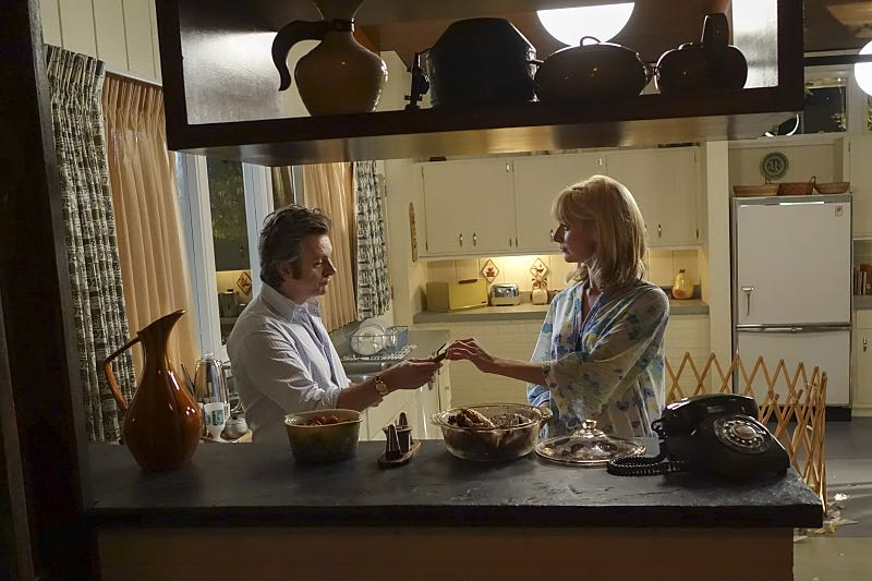 Michael Sheen as Dr. William Masters and Caitlin Fitzgerald as Libby Masters in Masters of Sex (season 4, episode 4) - Photo: Warren Feldman/SHOWTIME - Photo ID: MastersofSex_404_0433