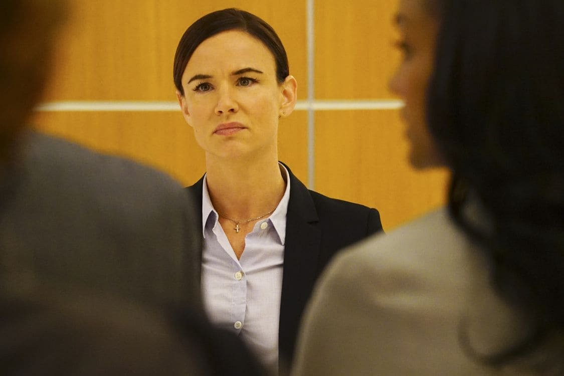 """SECRETS AND LIES - """"The Fall"""" - The explosive power of people's secrets and lies will once again take center stage in season two of ABC's hit drama """"Secrets and Lies,"""" focusing on a brand-new case and a new suspect in another 10-episode thrilling who-done-it, premiering on SUNDAY, SEPTEMBER 25 (9:00-10:00 p.m. EDT), on the ABC Television Network. (ABC/Richard Cartwright) JULIETTE LEWIS"""