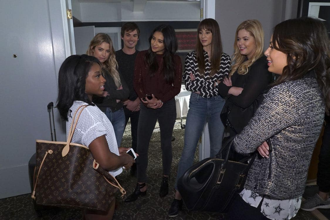 "PRETTY LITTLE LIARS - USA Olympic gold medal gymnast Simone Biles visits the set of 'Pretty Little Liars.'"" (Freeform/Byron Cohen) SIMONE BILES, ASHLEY BENSON, TYLER BLACKBURN, SHAY MITCHELL, TROIAN BELLISARIO, SASHA PIETERSE, JANEL PARRISH"