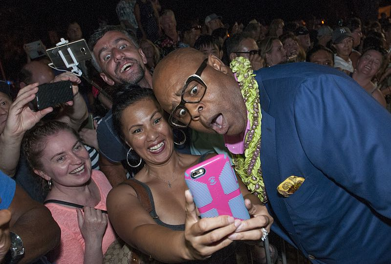 """Chi McBride who plays the part of """"Captain Lou Grover"""" takes a selfie with a fan on the red carpet at the seventh annual Sunset on the Beach event, where thousands of Oahu residents and visitors gathered in Waikiki to watch the season seven premiere of Hawaii Five-0, titled Makaukau 'oe e pa 'ani, on Friday, Sept. 23, 2016, in Honolulu. Photo: Norman Shapiro/CBS © 2016 CBS Broadcasting, Inc. All Rights Reserved"""