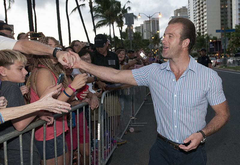 """Scott Caan who plays the part of """"Danny 'Danno' Williams"""" meets the fans on the red carpet at the seventh annual Sunset on the Beach event, where thousands of Oahu residents and visitors gathered in Waikiki to watch the season seven premiere of Hawaii Five-0, titled Makaukau 'oe e pa 'ani, on Friday, Sept. 23, 2016, in Honolulu. Photo: Norman Shapiro/CBS © 2016 CBS Broadcasting, Inc. All Rights Reserved"""