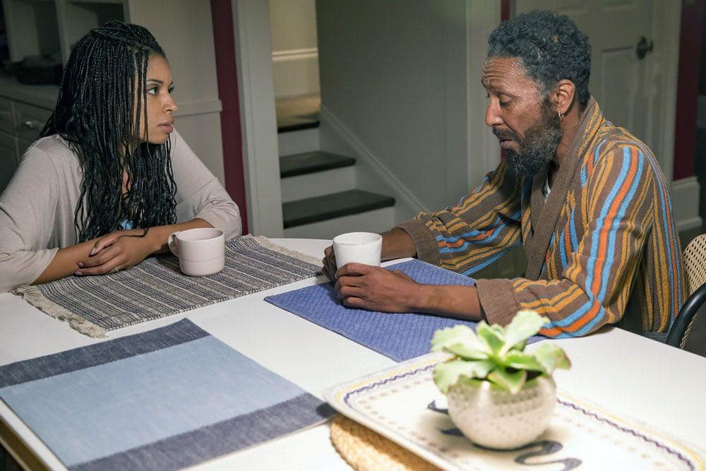 """THIS IS US -- """"The Big Three"""" Episode 102 -- Pictured: (l-r) Susan Kelechi Watson as Beth, Ron Cephas Jones as William -- (Photo by: Ron Batzdorff/NBC)"""