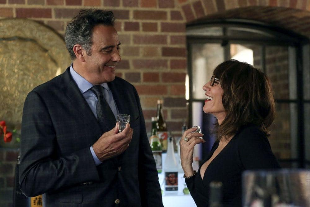 """THIS IS US -- """"The Big Three"""" Episode 102 -- Pictured: (l-r) Brad Garrett as Wes Manning, Katey Sagal as Lanie -- (Photo by: Vivian Zink/NBC)"""