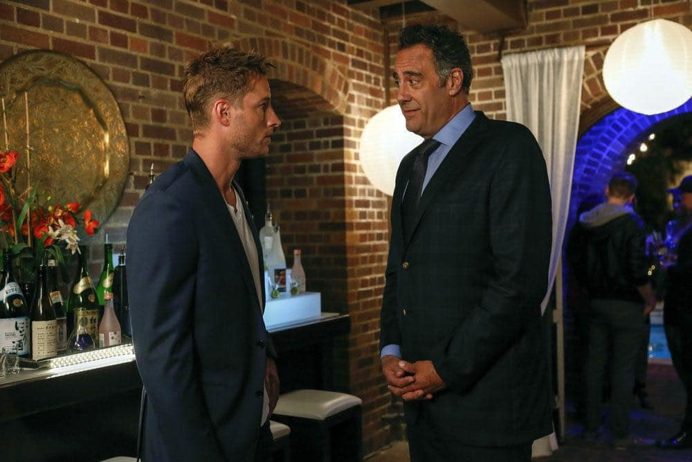 """THIS IS US -- """"The Big Three"""" Episode 102 -- Pictured: (l-r) Justin Hartley as Kevin, Brad Garrett as Wes Manning -- (Photo by: Vivian Zink/NBC)"""