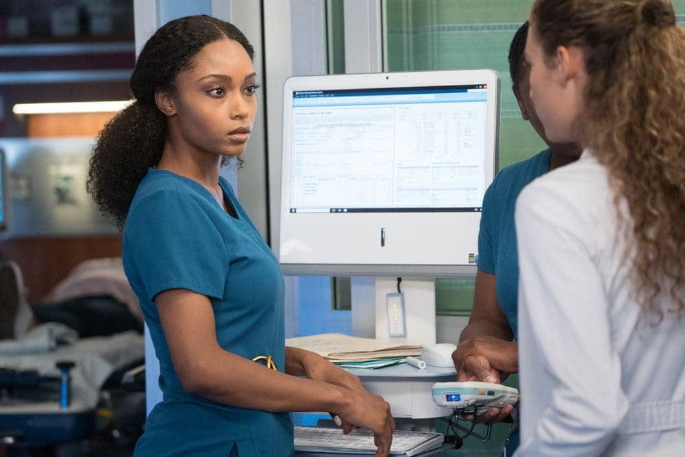 """CHICAGO MED -- """"Win Loss"""" Episode 202 -- Pictured: Yaya DaCosta as April Sexton -- (Photo by: Elizabeth Sisson/NBC)"""