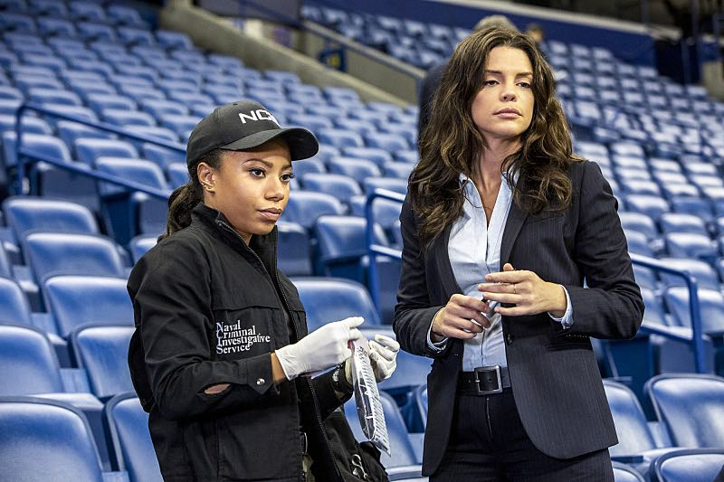 """""""Man on Fire"""" -- After a decorated petty officer is found dead inside a sports arena, evidence leads Pride and the NCIS team to a kidnapping case of a petty officer who was last seen in Mexico, on NCIS: NEW ORLEANS, Tuesday, Oct. 11 (10:00-11:00 PM, ET/PT), on the CBS Television Network. Pictured L-R: Shalita Grant as Sonja Percy and Vanessa Ferlito as FBI Special Agent Tammy Gregorio Photo: Skip Bolen/CBS ©2016 CBS Broadcasting, Inc. All Rights Reserved"""