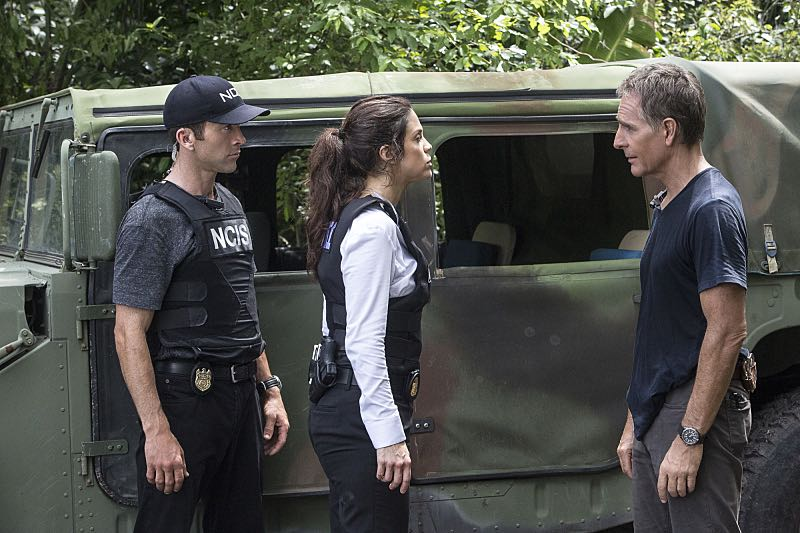 """""""Man on Fire"""" -- After a decorated petty officer is found dead inside a sports arena, evidence leads Pride and the NCIS team to a kidnapping case of a petty officer who was last seen in Mexico, on NCIS: NEW ORLEANS, Tuesday, Oct. 11 (10:00-11:00 PM, ET/PT), on the CBS Television Network. Pictured L-R: Lucas Black as Special Agent Christopher LaSalle, Vanessa Ferlito as FBI Special Agent Tammy Gregorio, and Scott Bakula as Special Agent Dwayne Pride Photo: Skip Bolen/CBS ©2016 CBS Broadcasting, Inc. All Rights Reserved"""