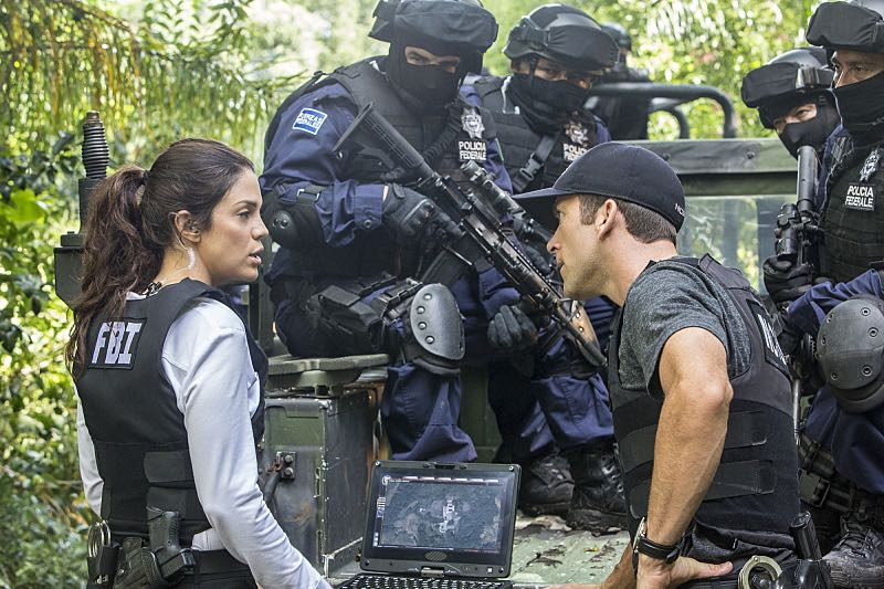 """""""Man on Fire"""" -- After a decorated petty officer is found dead inside a sports arena, evidence leads Pride and the NCIS team to a kidnapping case of a petty officer who was last seen in Mexico, on NCIS: NEW ORLEANS, Tuesday, Oct. 11 (10:00-11:00 PM, ET/PT), on the CBS Television Network.  Pictured L-R: Vanessa Ferlito as FBI Special Agent Tammy Gregorio and Lucas Black as Special Agent Christopher LaSalle Photo: Skip Bolen/CBS ©2016 CBS Broadcasting, Inc. All Rights Reserved"""