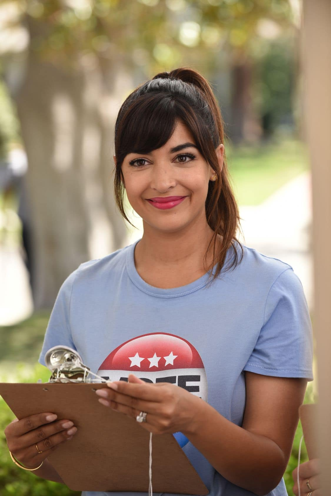 """NEW GIRL:    Hannah Simone in the """"Hubbedy Bubby"""" episode of NEW GIRL airing Tuesday, Sept. 27 (8:30-9:00 PM ET/PT) on FOX.  ©2016 Fox Broadcasting Co.  Cr:  Ray Mickshaw/FOX"""