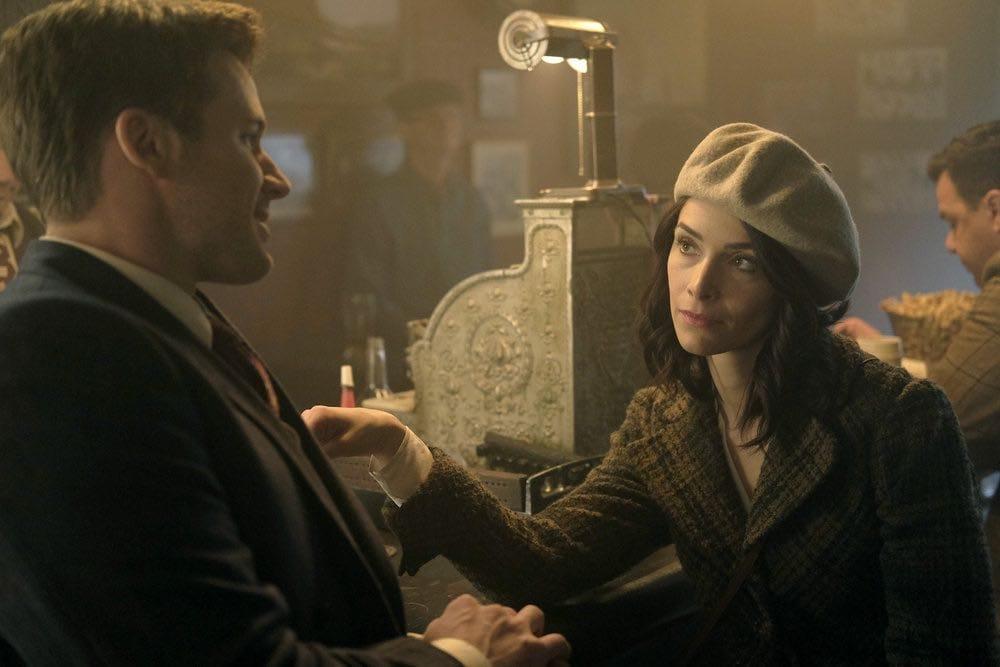 "TIMELESS -- ""Pilot"" -- Pictured: (l-r) Matt Lanter as Wyatt Logan, Abigail Spencer as Lucy Preston -- (Photo by: Joe Lederer/NBC)"