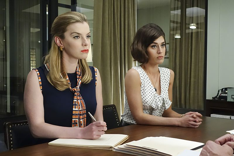 Betty Gilpin as Nancy and Lizzy Caplan as Virginia Johnson in Masters of Sex (season 4, episode 3) - Photo: Warren Feldman/SHOWTIME - Photo ID: MastersofSex_403_0195