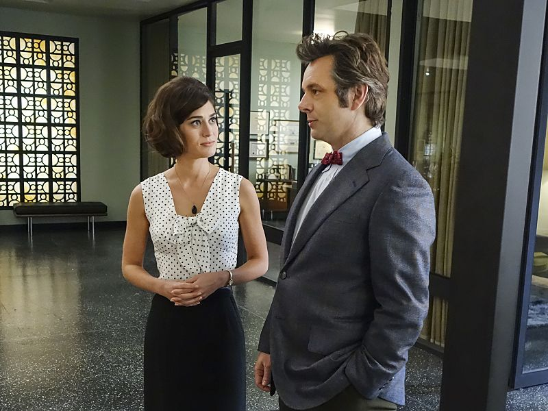 Lizzy Caplan as Virginia Johnson and Michael Sheen as Dr. William Masters in Masters of Sex (season 4, episode 3) - Photo: Warren Feldman/SHOWTIME - Photo ID: MastersofSex_403_0148