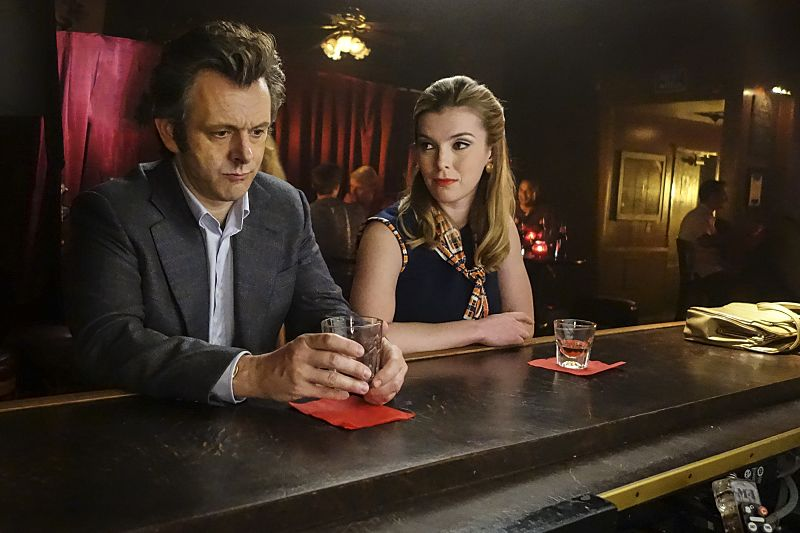 Michael Sheen as Dr. William Masters and Betty Gilpin as Nancy in Masters of Sex (season 4, episode 3) - Photo: Warren Feldman/SHOWTIME - Photo ID: MastersofSex_403_0123