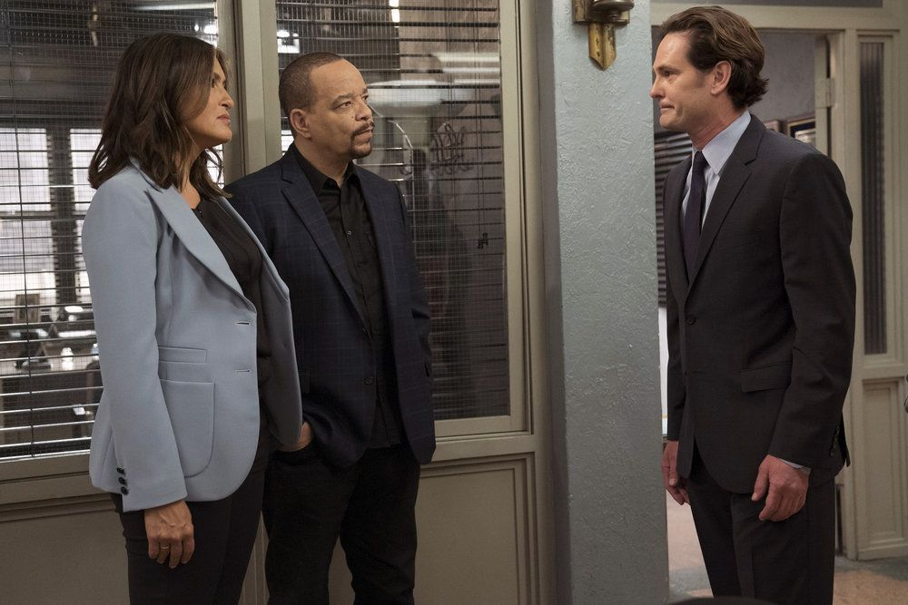 """LAW & ORDER: SPECIAL VICTIMS UNIT -- """"Making A Rapist"""" Episode 1802 -- Pictured: (l-r) Mariska Hargitay as Olivia Benson, Ice-T as Odafin Tutuola, Henry Thomas as Sean Roberts -- (Photo by: Peter Kramer/NBC)"""