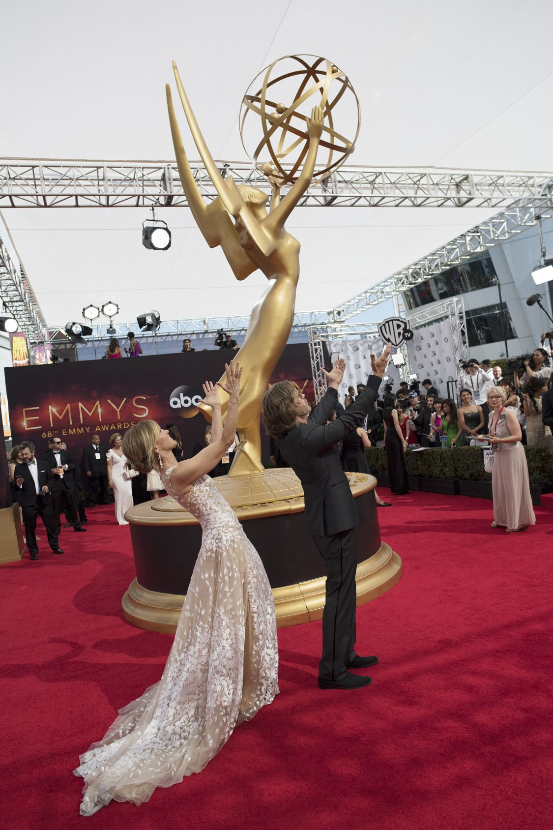 """THE 68TH EMMY(r) AWARDS - """"The 68th Emmy Awards"""" broadcasts live from The Microsoft Theater in Los Angeles, Sunday, September 18 (7:00-11:00 p.m. EDT/4:00-8:00 p.m. PDT), on ABC and is hosted by Jimmy Kimmel. (ABC/Image Group LA) FELICITY HUFFMAN, WILLIAM H. MACY"""